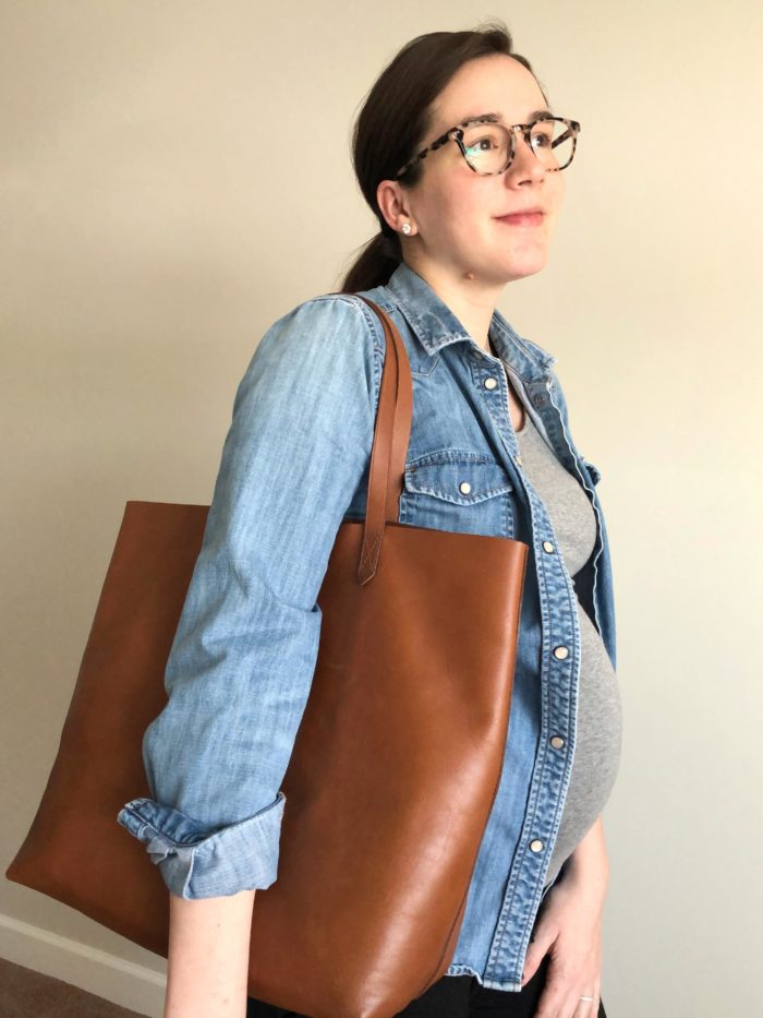 Sharing what I carry in my Madewell tote // Helen Loves